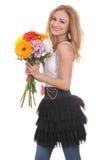 Süßes blondes Baumuster mit einem Blumenblumenstrauß Lizenzfreies Stockbild