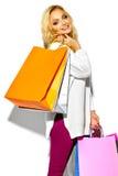 süßes blondes Modell in der zufälligen Kleidung Lizenzfreie Stockfotos