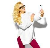 süßes blondes Modell in der zufälligen Kleidung Stockfoto