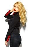 süßes blondes Modell in der zufälligen Kleidung Lizenzfreie Stockbilder