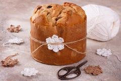 Süßes Brotlaib des Panettone traditionell für Weihnachten stockfoto