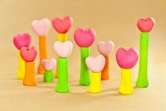 Süßes Farbeninneres auf dem Pfosten hergestellt vom Plasticine Lizenzfreie Stockbilder