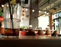Süßes Getränk an der Bar Stockbilder