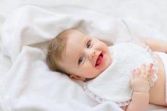 Süßes glückliches kleines Mädchen des Porträts Stockfoto