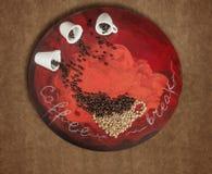 Süßes Hörnchen und ein Tasse Kaffee im Hintergrund Lizenzfreie Stockbilder