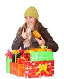 Süßes junges Mädchen mit Weihnachtsgeschenk Lizenzfreies Stockfoto