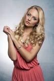 Süßes Mädchen im Sommerkleid Lizenzfreie Stockfotografie