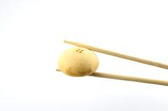 Süßes mochi auf weißem Hintergrund stockfotografie