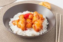 Süßes und saures Huhn mit Reis Lizenzfreie Stockbilder