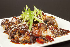 Süßes und saures Schweinefleisch auf Reis, Seite Lizenzfreie Stockfotografie