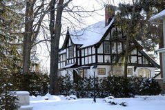 Süßes Winterhaus Lizenzfreie Stockfotos