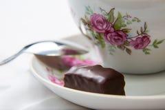 Süßigkeit auf der Untertasse Lizenzfreies Stockfoto