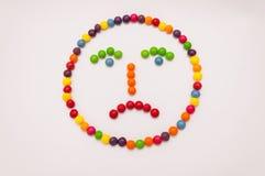 Süßigkeit Emoticon auf weißem Hintergrund Stockfoto