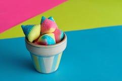 Süßigkeit im kleinen Behälter Lizenzfreies Stockfoto