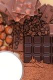 Süßigkeit - Schokolade, Milch, Kakao und Muttern Stockbild