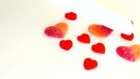 Süßigkeit von der Marmelade in Form von Herzen stock video footage