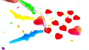 Süßigkeit von der Marmelade in Form von Herzen stock footage