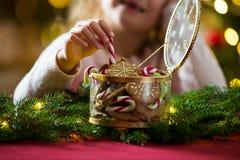 Süßigkeiten und Lebkuchenglasgefäß stockbild
