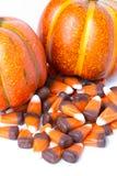 Süßigkeits-Mais und Kürbise stockbilder