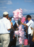 Süßigkeitsglasschlackenverkäufer. Galata-Brücke, Istanbul, die Türkei stockbilder