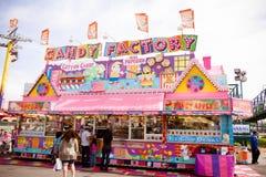 Süßigkeitsstand an der Messe Stockbild