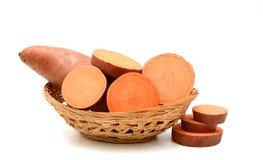 Süßkartoffel auf dem weißen Hintergrund Lizenzfreie Stockbilder