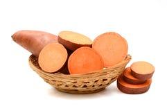 Süßkartoffel auf dem weißen Hintergrund Lizenzfreie Stockfotografie