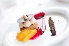 Süßspeise mit Nüssen und Mandarine Stockbild