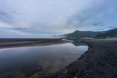 Süd-Piha-Sonnenuntergang-Auckland-Westküste Neuseeland stockfoto