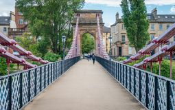 Süd-Portland-Straßen-Hängebrücke in Glasgow, Schottland Stockbild