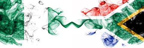 Südafrika, Afrikaner, Nigeria, nigerisch, weiß, weiß, starke bunte rauchige Flaggen des Wettbewerbs Afrika-Nationsviertelfinale stockbild