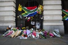 Südafrika-Haus im Trafalgar-Platz, London.Commemoration von Nelson Mandela. Lizenzfreie Stockfotos