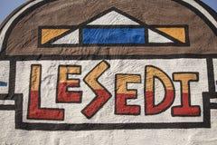 Südafrika, Lesedi - 4. Juli 2015 Kulturelles Dorf Zeichen Lesedi Stockfotos