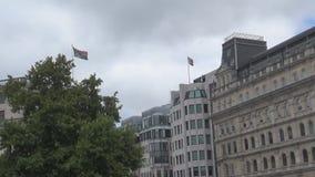 Südafrika- und Großbritannien-Flaggen stock video footage