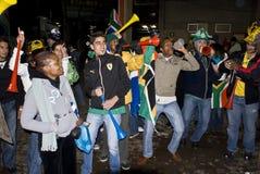 Südafrikanische feiernde Fußball-Gebläse Stockfoto