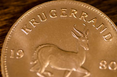 Südafrikanische Goldmünze des Krügerrand-(Wort) Stockbilder