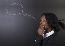 Südafrikanische oder der Afroamerikanerlehrerin oder -studenten denkende Wolke Stockfotos