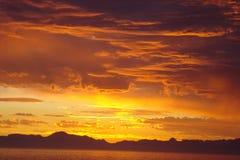 Südafrikanischer Sonnenuntergang über dem Meer Stockfotos
