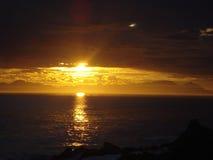 Südafrikanischer Sonnenuntergang über dem Meer Stockbild