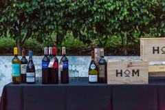 Südafrikanischer Wein gekennzeichnet am jährlichen Klavier- u. Weinprojekt lizenzfreie stockfotos