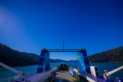 SÜDinsel, NEUES SEELAND 25. MAI 2017: Erstaunliche Ansicht von gesehen von der Fähre von der Nordinsel zur Südinsel, in neuem Stockbild