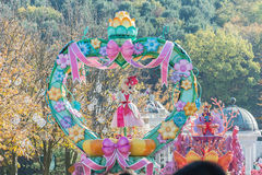 SÜDKOREA - 31. Oktober: Tänzer in den bunten Kostümen nehmen teil Lizenzfreies Stockbild