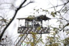 Südkoreanische Soldaten in DMZ aufpassendes Nordkorea Lizenzfreie Stockbilder