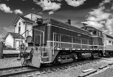 Südliche Lokomotive Sacramentos, die zu der Sacramento-Station kommt stockfotos