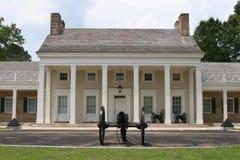 Südliche Villa mit Kanone lizenzfreie stockbilder