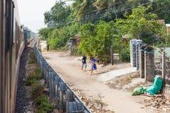 Südost-Vietnam, vietnamesische Kinder an der Landschaft Stockfotos