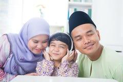 Südostasiatische Familie Lizenzfreie Stockbilder