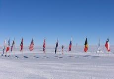 Südpol-Markierungsfahnen Lizenzfreie Stockfotos