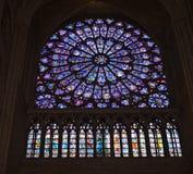 Südrosen-Fenster bei Notre Dame Stockbild
