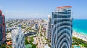 Südstrand, Miami Beach florida Schattenbild des kauernden Geschäftsmannes stockbilder